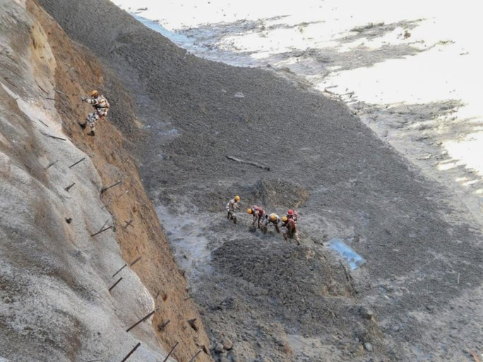 Fear of more than 100 deaths after the rupture of glaciers in India