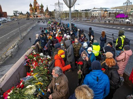 Thousands of Russians gather to commemorate the murdered opponent, Boris Nemtsov |  Homepage