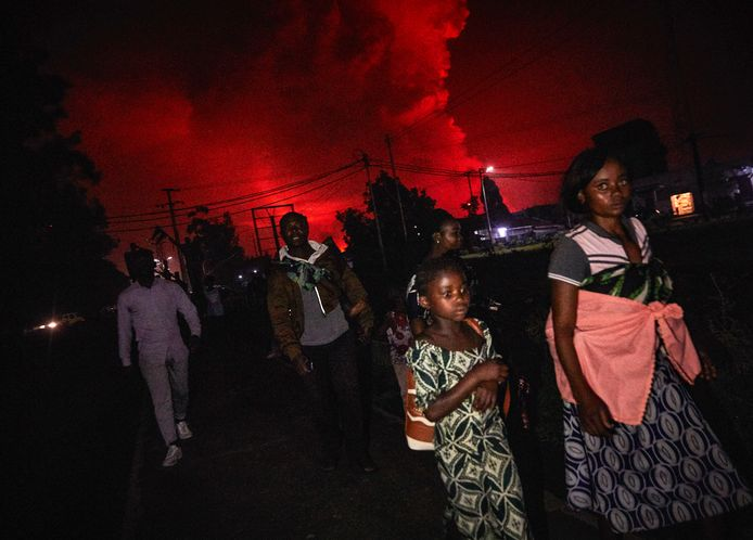 Residents of the Congolese city of Goma flee the eruption of the Nyiragongo volcano.