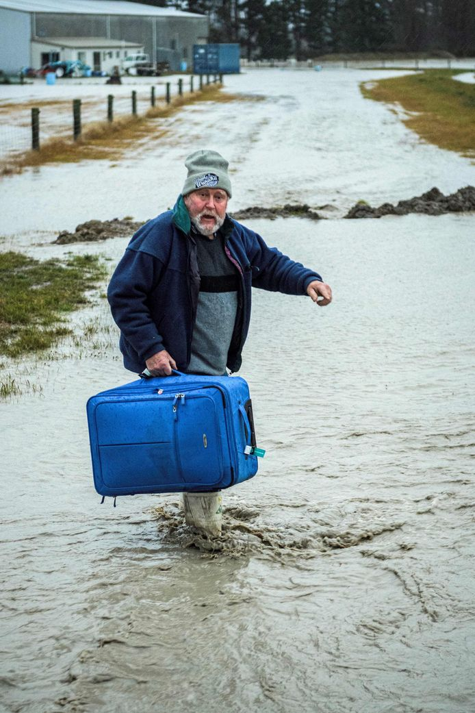 A man tries water courage to take himself to safety.