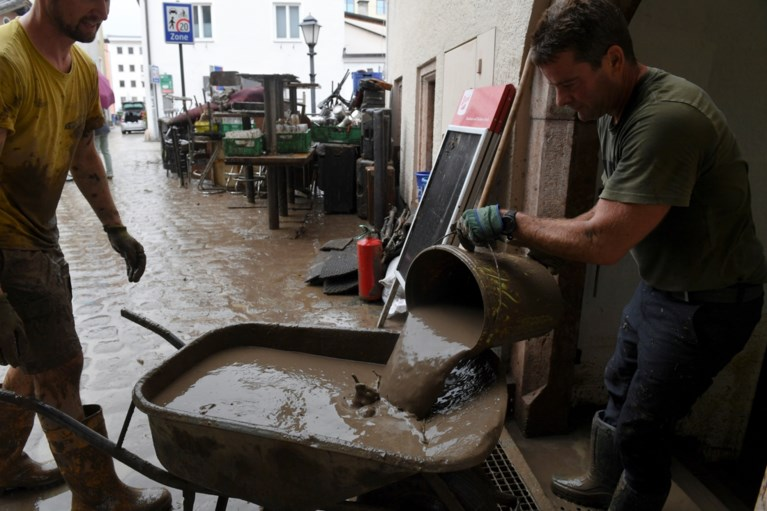 Severe weather now hits East Germany, Bavaria, and Austrian Hallen