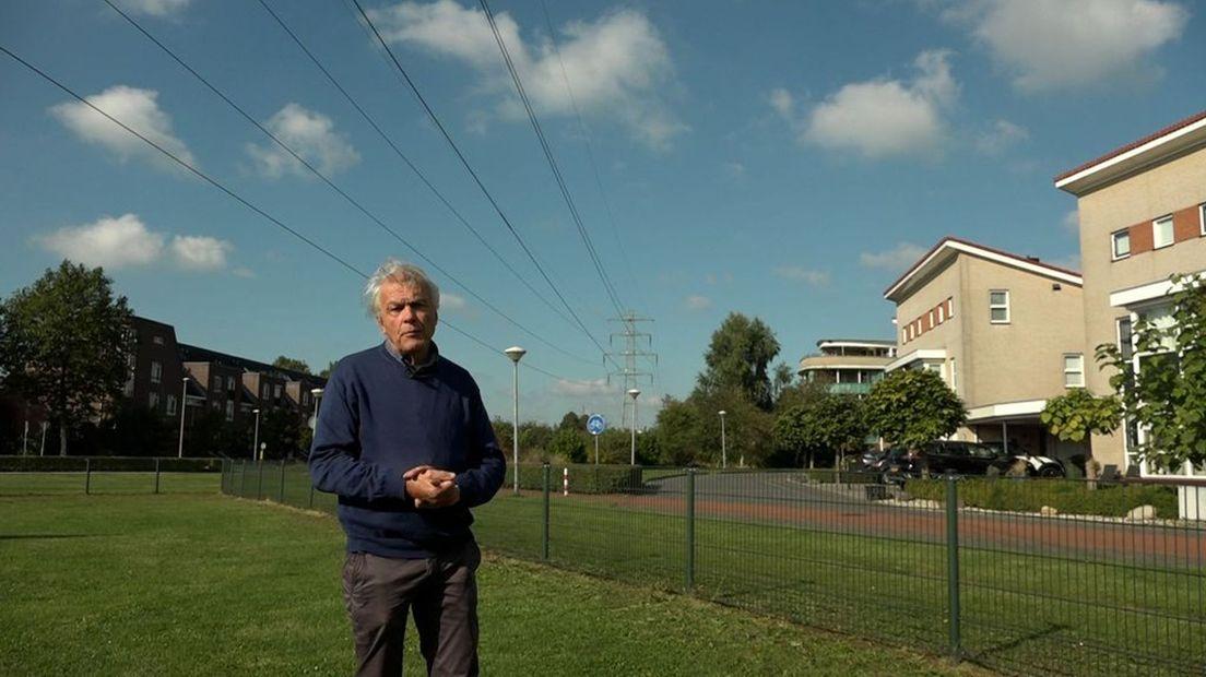GroenLinks board member Dolf Logemann on high voltage lines in Zutphen.