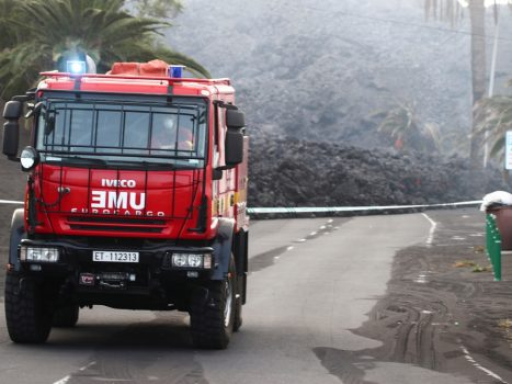 New evacuations due to lava flow and earthquakes in La Palm...