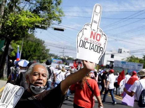 Thousands of people are in the streets against the President of El Salvador who made Bitcoin the second official currency    Abroad
